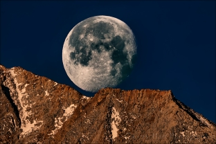 Moonset, Sierra Crest