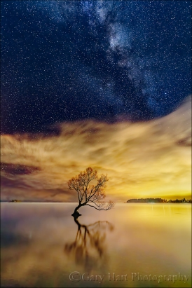 Gary Hart Photography: Sky Light,The Milky Way and City Lights, Lake Wanaka, New Zealand